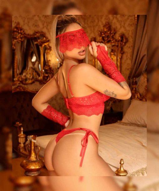 Conjunto Passion com bojo e aplicação de rosa vermelhas